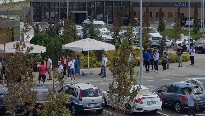 İstanbul'da hastane önünde Kovid testi kuyruğu