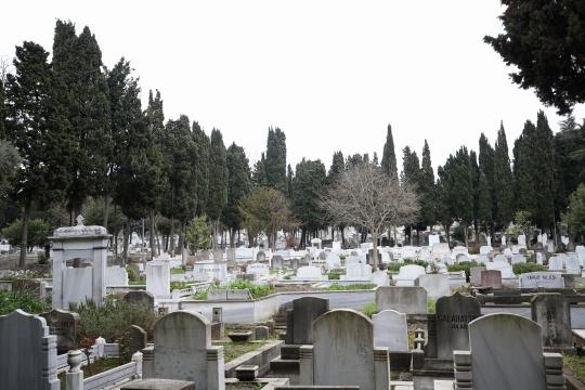 İstanbul'da mezar karaborsası: 2 milyon liraya mezar yeri satıyor