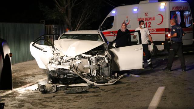 İstanbul'da servis aracı kaza yaptı: Ölü ve yaralılar var