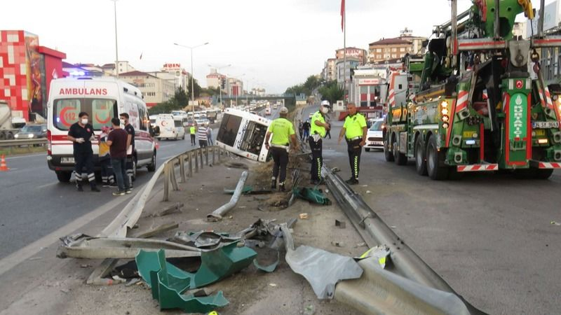 İstanbul'da yolcu otobüsü devrildi: 1'i ağır 11 yaralı