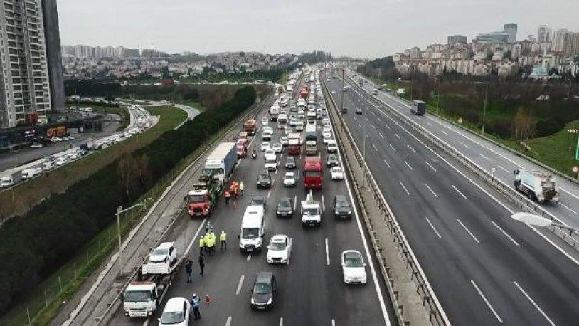 İstanbul TEM Otoyolu'nda zincirleme kaza: 5 yaralı