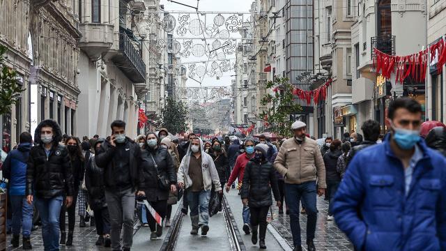 İstiklal Caddesi yoğunluk nedeniyle kapatıldı