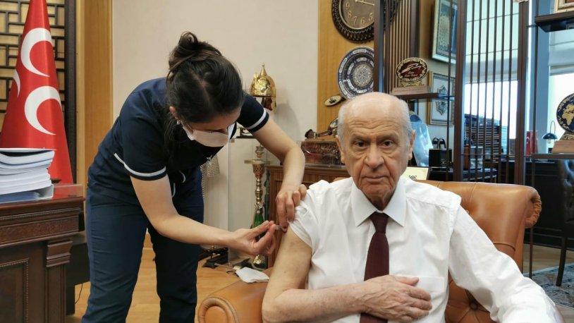 İYİP Genel Başkanı Akşener ve MHP Genel başkanı Bahçeli de koronavirüs aşısı yaptırdı