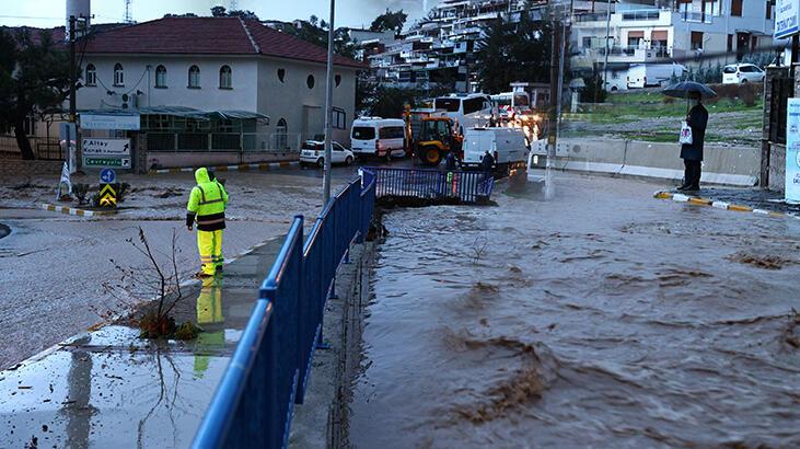 İzmir Büyükşehir Belediyesi'nden afet uyarısı: Zorunlu olmadıkça evden çıkılmasın