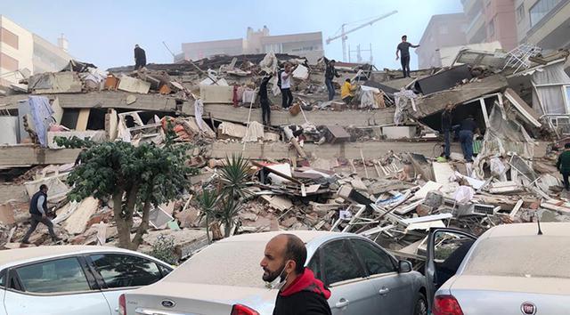 İzmir'de 6.6 büyüklüğünde şiddetli deprem: İstanbul'da da hissedildi