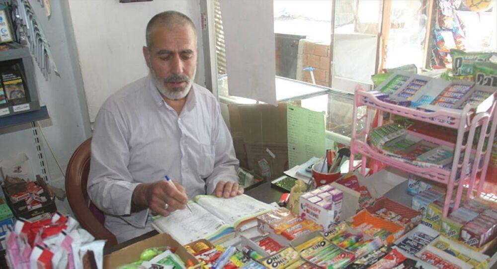 İzmir'de bir hayırsever veresiye defterlerindeki 60 bin liralık borcu kapattı
