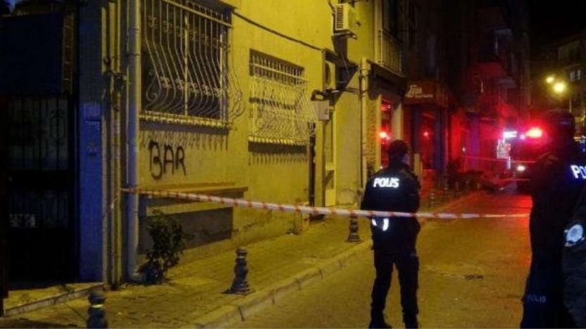 İzmir'de duvarları çatlayan binadaki 20 kişi tahliye edildi