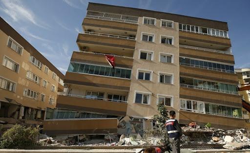 İzmir'de enkazdan borç listesi çıktı