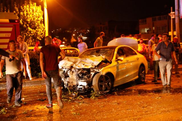 İzmir'de kaza: Bir polis yaşamını yitirdi, 1'i polis 4 yaralı