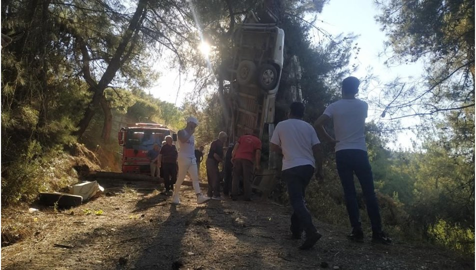 İzmir'de minibüs şarampole devrildi: 8 kişi öldü, 11 kişi yaralandı