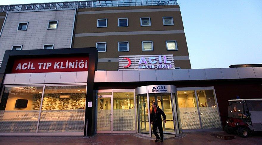İzmir'de sahte içki zehirlenmesi şüphesiyle hastaneye kaldırılan iki kardeşten biri öldü