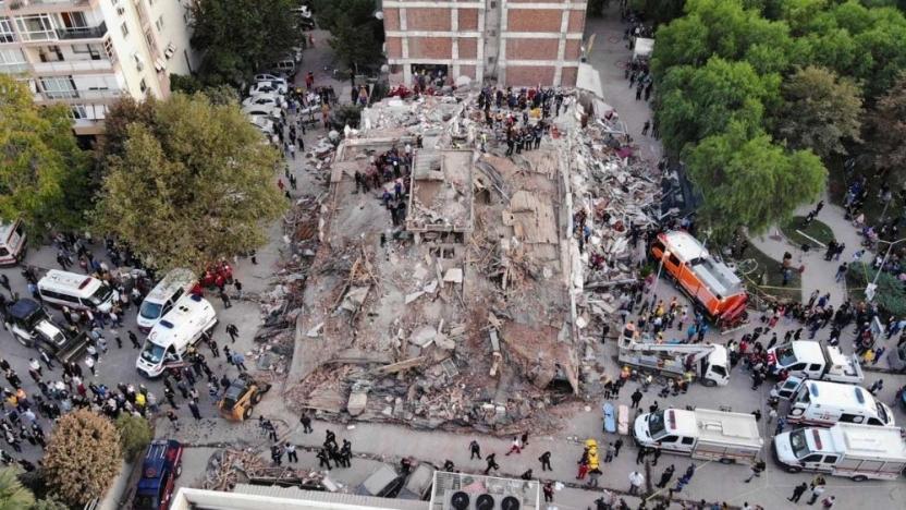 İzmir'deki depremde yıkılan binalara ilişkin 9 kişiye gözaltı