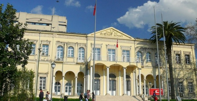 İzmir Valiliği'nden açıklama: Her türlü sosyal etkinlik ileri bir tarihe ertelendi