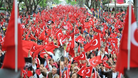 İzmir Valiliği'nden Cumhuriyet Bayramı'nda düzenlenecek fener alayına yasak