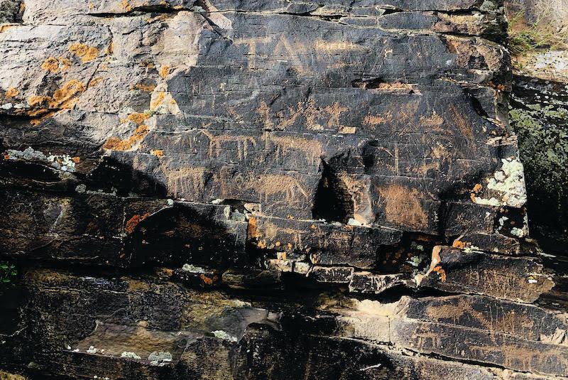 Kars'ta 7.000 Yıllık kaya resimleri yok ediliyor