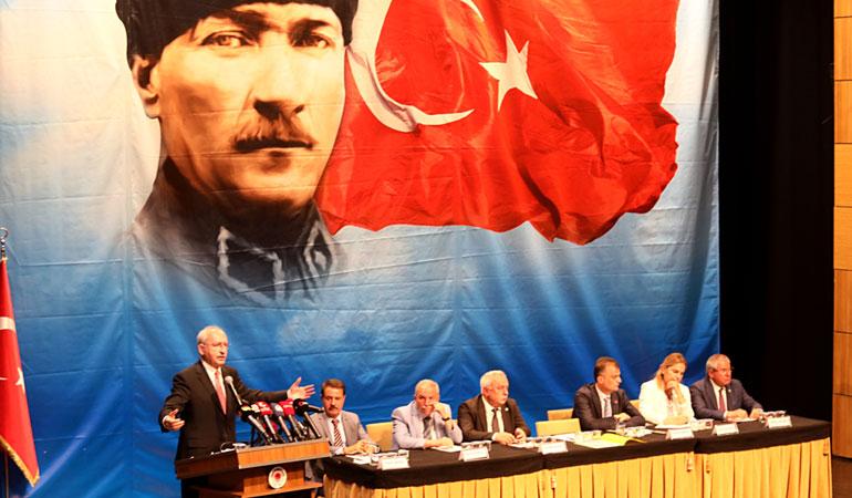 Kılıçdaroğlu: Siyasi partiler futbol kulübü gibi tutulan bir olgu değildir