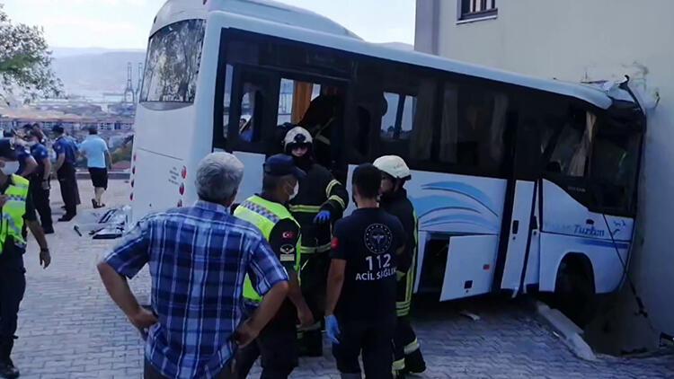 Kocaeli'de jandarmaları taşıyan minibüs ile otomobil çarpıştı: Çok sayıda yaralı var