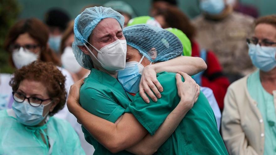 Koronavirüsle mücadelede en az 115 bin sağlık çalışanı yaşamını yitirdi