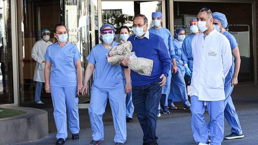 Koronavirüsü yenen profesörden maske uyarısı: Yüzde 80 burundan bulaşıyor!