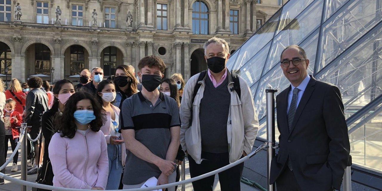 Louvre Müzesi maskeli ziyaretçilere kapılarını açtı