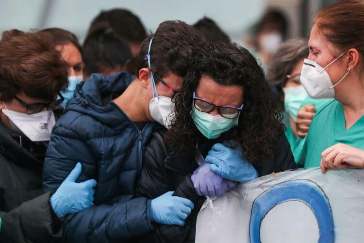 Madrid'de doktorlar greve çıkma kararı aldı