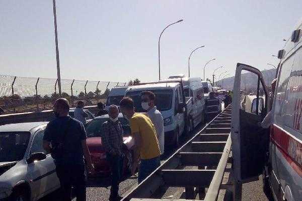 Malatya'da 9 araçlı zincirleme kaza: 21 yaralı