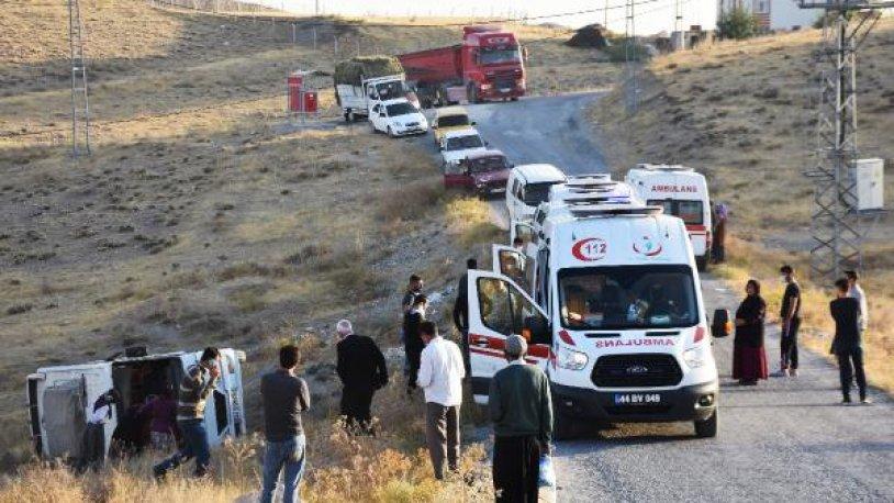 Malatya'da işçi servis devrildi: 14 yaralı