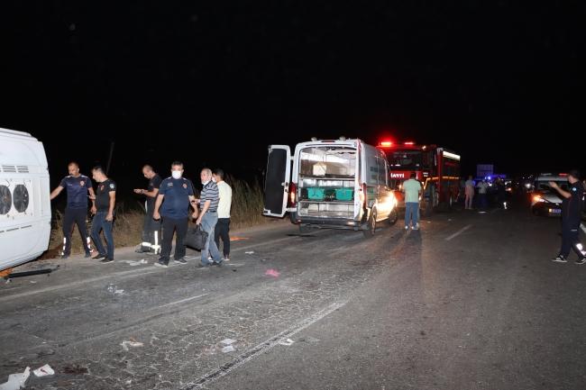 Manisa'da otomobil ile minibüs çarpıştı: 4 ölü