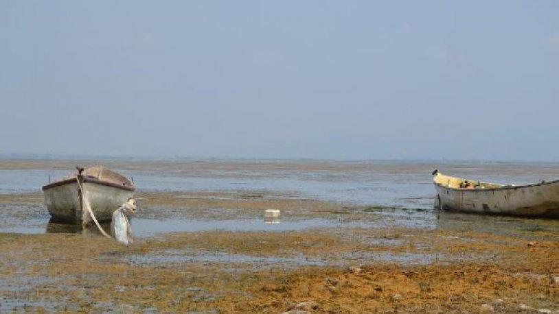 Marmara Gölü'nde su seviyesi sıfırlandı!