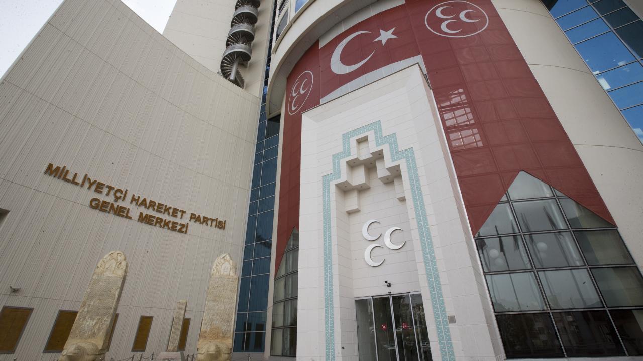 MHP'de 7 isim parti üyeliğinden çıkarıldı