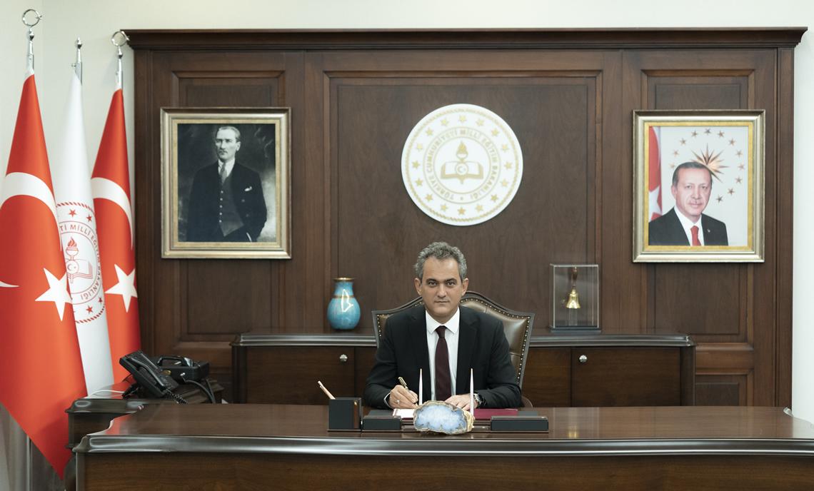 Milli Eğitim Bakanı: Covid-19 vakası nedeniyle tüm sınıfları kapatılan hiçbir okul yok