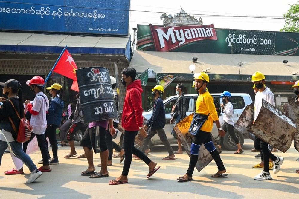 Myanmar'da darbe protestoları devam ediyor: En az 38 kişi öldü