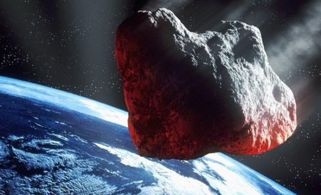 NASA: Bu hafta sonu 5 asteroid Dünya'yı teğet geçecek