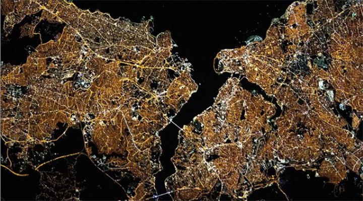 NASA'dan İstanbul paylaşımı: Selam İstanbul. Parlıyorsun!