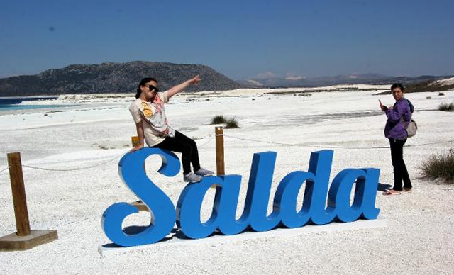 Normalleşme süreciyle Salda'da ziyaretçi yoğunluğu