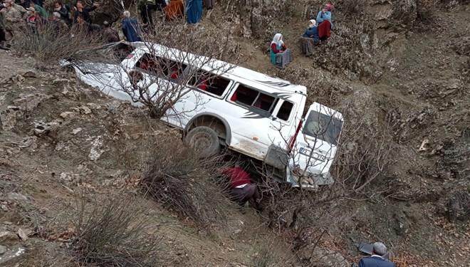 Öğrenci servisi kaza yaptı: 2 kişi yaşamını yitirdi, 27 kişi yaralandı