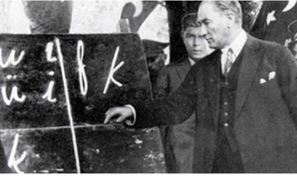 Okul kitabında skandal: Atatürk'e övgüyü abartı saydılar