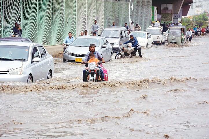 Pakistan'da sel 9 can aldı