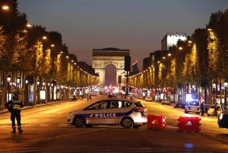 Paris'te silahlı saldırı: 1 kişi hayatını kaybetti