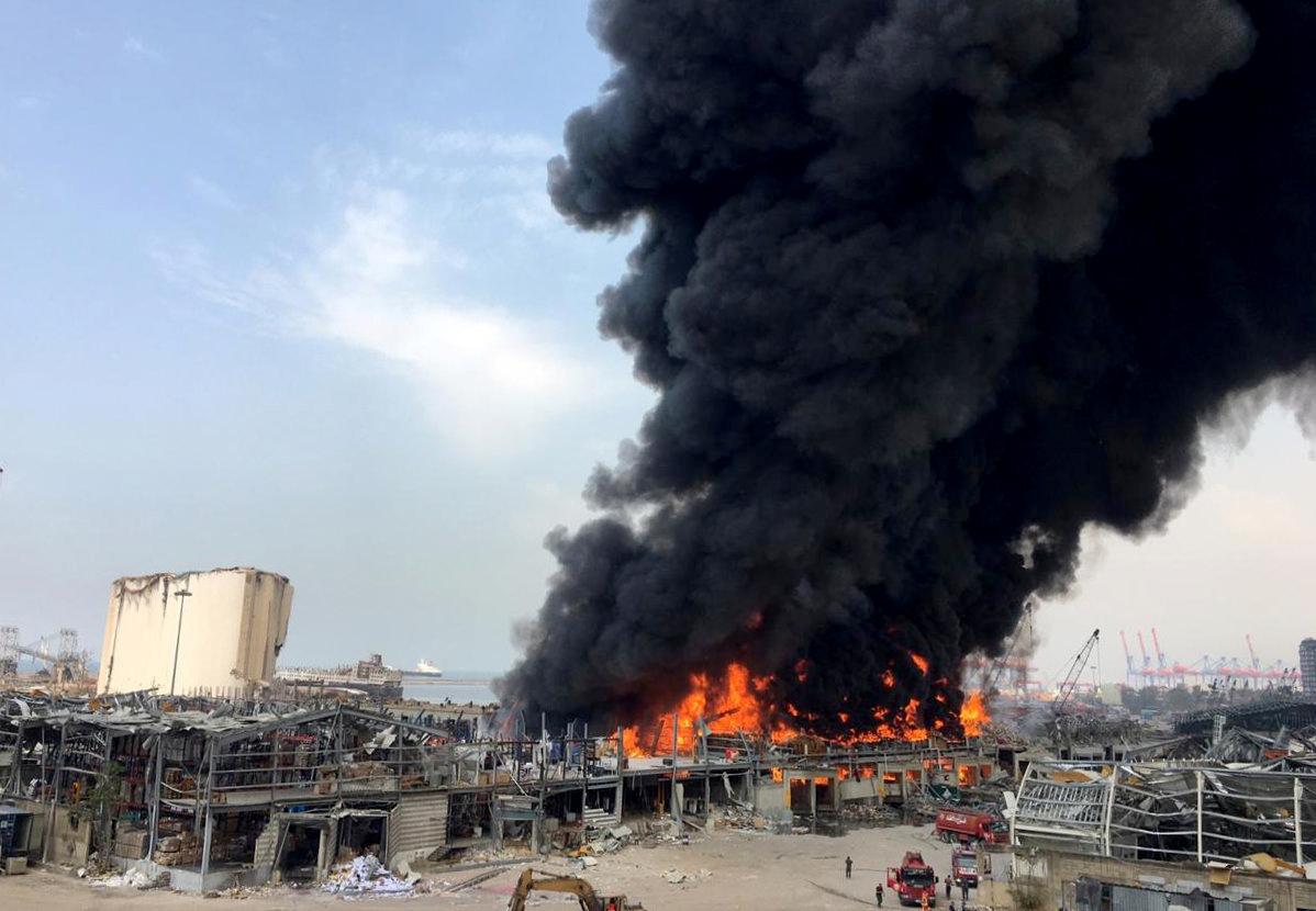 Patlamadan bir ay sonra Beyrut Limanı'nda yangın çıktı