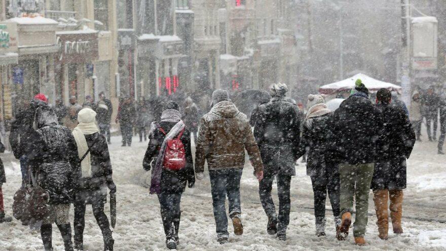 """""""Türkiye'de beklenen kar yağışı 1987, 2002 ve 2004'teki gibi olabilir"""""""