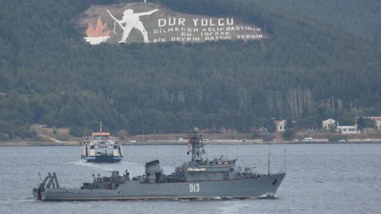 Rus askeri gemisi Çanakkale Boğazı'ndan geçiş yaptı