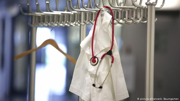 Salgında yaşamını yitiren sağlık emekçisi sayısı 300'ü geçti