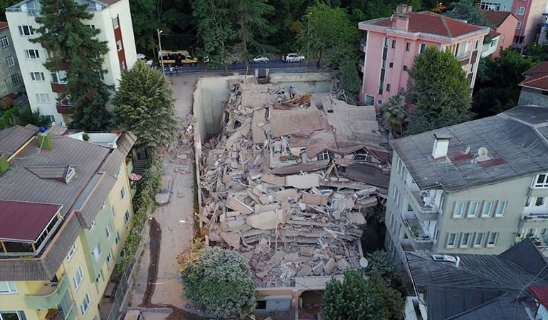 Sarıyer'de kaçak yapılan 9 katlı bina çöktü