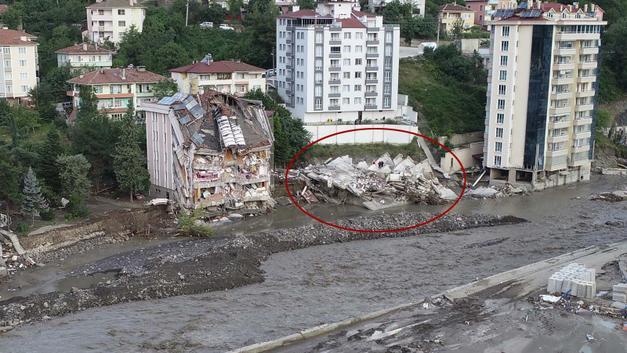 Selde yıkılan Ölçer Apartmanı'nın müteahhidi adliyeye sevk edildi