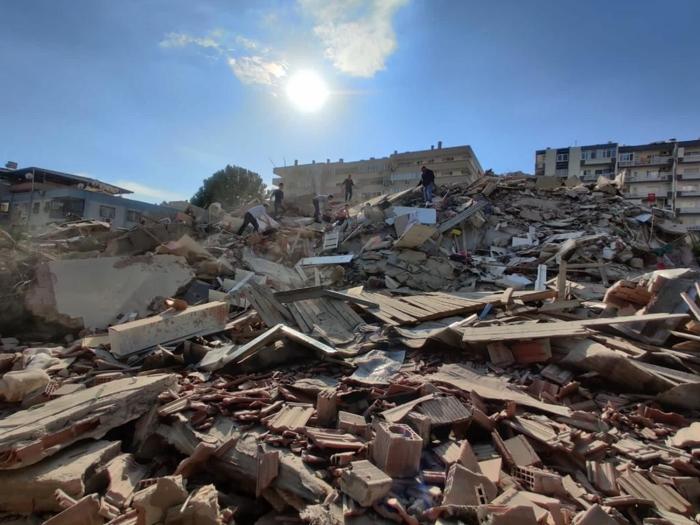 İzmir Valisi: 4 bina yıkıldı, 70'e yakın vatandaşımız kurtarıldı