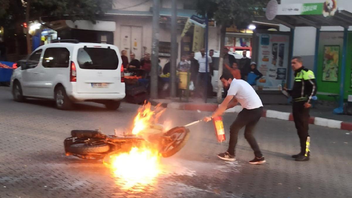 Siirt'te ceza kesilen sürücü motosikletini ateşe verdi