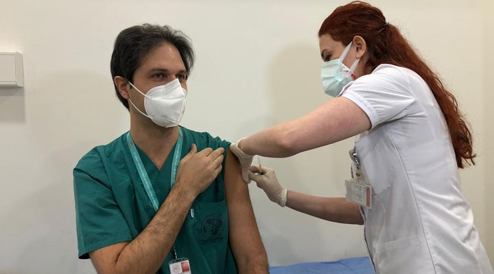 Sinovac aşıları, sağlık çalışanlarına yapılmaya başlandı