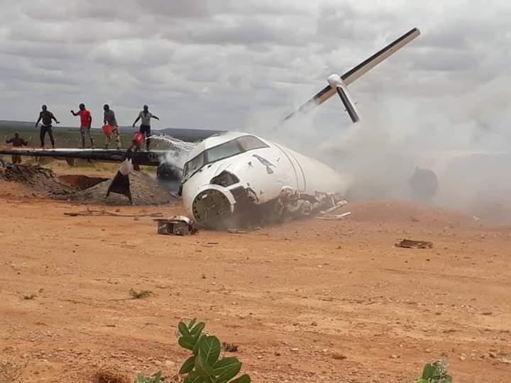 Somali'de insani yardım malzemesi taşıyan uçak düştü