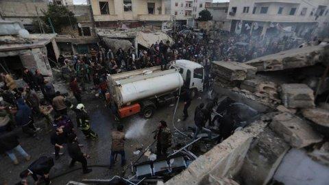 Suriye'nin Bab ve Azez bölgelerinde bombalı saldırı: 10 ölü, 24 yaralı